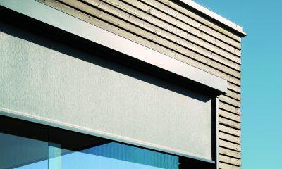 Holzfassade mit Textilscreens
